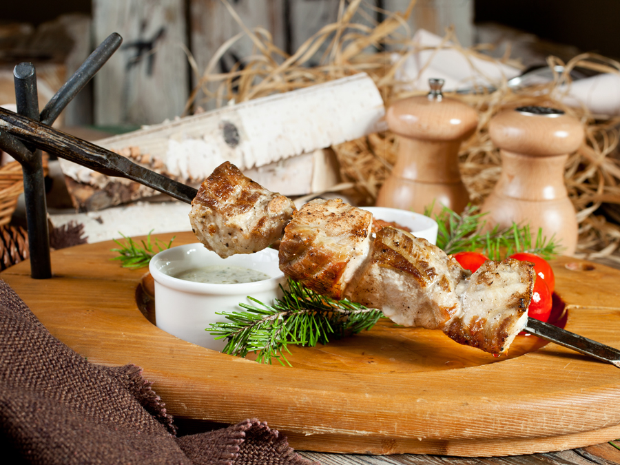 Блюдо с мясным бульоном